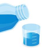 Dosierhilfe: Gebrauchsfertige medizinische Mundspüllösungen lassen sich leicht mithilfe der Verschlusskappe dosieren