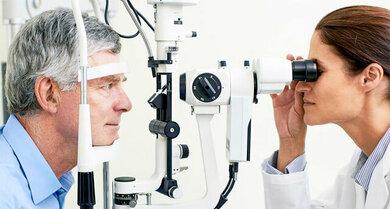 Eine Augenuntersuchung gehört zur Diagnose