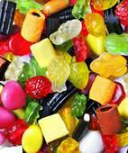 Eine zuckerhaltige Ernährung spielt eine wichtige Rolle bei der Kariesentstehung
