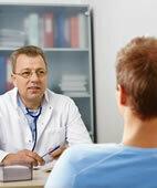 Oft klärt sich bereits im Gespräch zwischen Arzt und Patient, ob ein Afterriss vorliegen kann