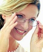 Brille statt Kontaktlinsen: Bei Herpes die bessere Wahl