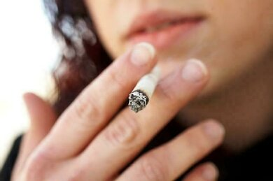 Selbst den Knochen setzt Rauchen zu