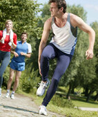 Wie ein Schlag auf die Ferse kann sich ein Riß der Achillessehne anfühlen.