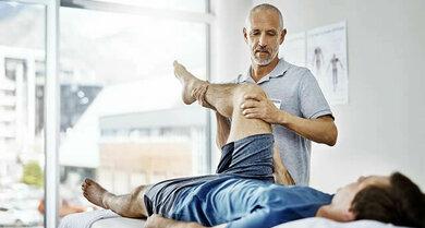 Physiotherapie ist ein wichtiger Bestandteil der Therapie bei Verletzung der Achillessehe
