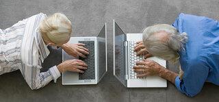Senioren vor Laptops