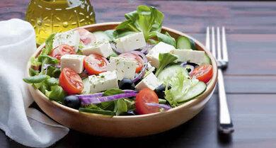 Gesunder Genuss aus der Mittelmeerküche: Zum Beispiel griechischer Bauernsalat
