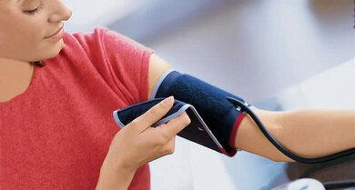 Blutdruck selbst messen: Am besten mit einem qualitätsgeprüften Oberarmgerät