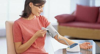 Praktisch: Blutdruck in Ruhe zu Hause messen