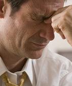 Kopfschmerzen sind meist harmlos. Treten sie neu auf oder verändern sich, sollte man sie aber abklären lassen