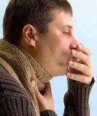 Anhaltender Husten: Gerade bei Risikopersonen auch an Tuberkulose denken
