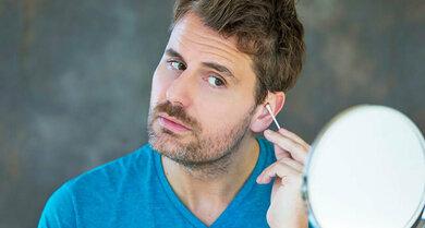 Von Reinigungsprozeduren im Ohr mit Wattestäbchen & Co. kann man gar nicht oft genug abraten