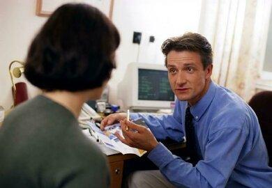 Ausflussbeschwerden sind ein Grund, zum Frauenarzt zu gehen
