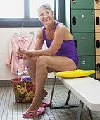 In Schwimmbädern besser Badeschlappen tragen