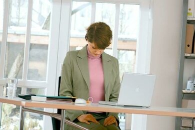 Regelmäßige Lockerungsübungen können Muskelverspannungen vorbeugen