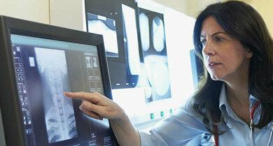 Röntgenaufnahmen & Co.: Halswirbelsäule im Fokus