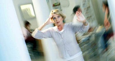 Mögliche Paniksymptome: Beklemmung, Atemnot, Schwindel, starke Angst