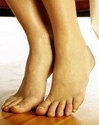 Der – möglichst einbeinige! – Zehenstand verrät ganz gut, ob die zugehörige Achillessehne intakt ist