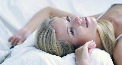 Ob ein Medikament am schlechten Schlaf schuld ist, besprechen Sie am besten mit dem Arzt