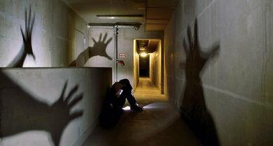 Albtraumhaft: Suchterkrankungen und belastende Träume können Hand in Hand gehen