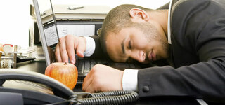 Mittagsschlaf am Arbeitsplatz