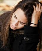 Seelische Belastung kann auch mit körperlichen Beschwerden verbunden sein: Unruhe, schneller Puls, vermehrtes Schwitzen