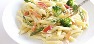 Nudeln mit Brokkoli, Spargel und Paprika