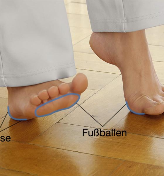 Fußgymnastik-Füße abwechselnd aufstützen