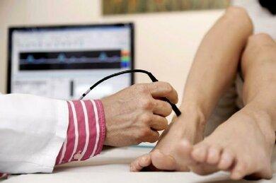 Ultraschalluntersuchng der Blutgefäße (Dopplersonografie) an den Füßen