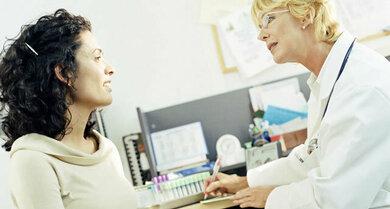 Bei Unterleibsschmerzen ist häufig ein Gynäkologe oder Urologe der richtige Ansprechpartner
