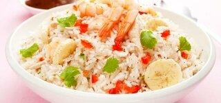 Reissalat mit Shrimps und Bananen