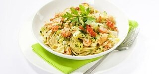 Pasta mit Wirsing und Flusskrebsen mit Salat