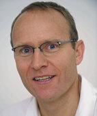Beratender Experte: Dr. Tobias Grundei, Facharzt für Chirurgie, Proktologe (Enddarmspezialist)