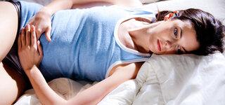 Bauchschmerzen Frau Abtasten