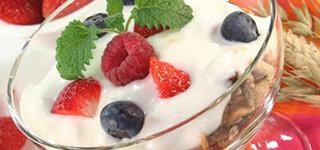Müsli mit Beeren und Joghurt