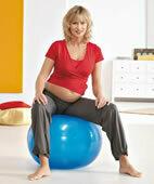 Geeignete Übungen entlasten das Becken vom Gewicht des Babys