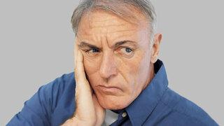 Mann mit Gesichtslähmung durch Schlaganfall