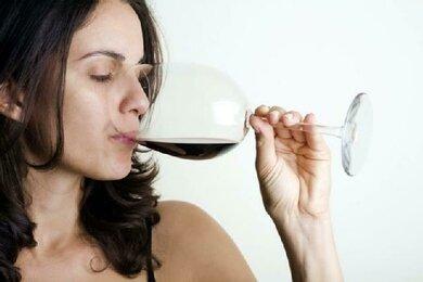 Alkohol: Frauen vertragen halb so viel wie Männer. Und: für beide gibt es empfohlene Grenzen