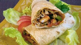 Hühnchen-Wrap mit Pilz-Paprikasauce