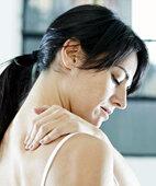 Ungewohntes Schwitzen: Manchmal stecken Probleme im Bereich von Nacken und Rücken dahinter