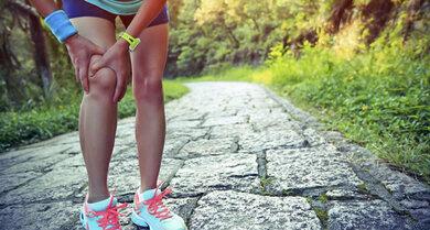 Akute Knieschmerzen können auf eine Verletzung der Bänder oder Menisken hinweisen