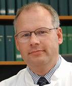 Unser Experte: Professor Dr. med. Dr. hc. Arthur Mueller
