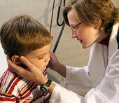 Appetitlos, fiebrig, Halsweh: Vieles kommt da infrage – bei Kindern wie Erwachsenen