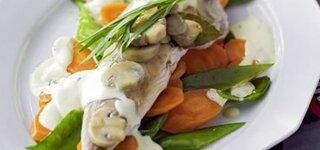 Makrele mit buntem Gemüse
