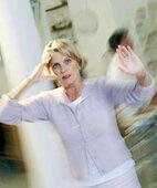 Wer ein Schädel-Hirn-Trauma erlitten hat, dem wird es unter anderem häufig schwindlig und übel