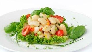 Caesarsalat mit weissen Bohnen