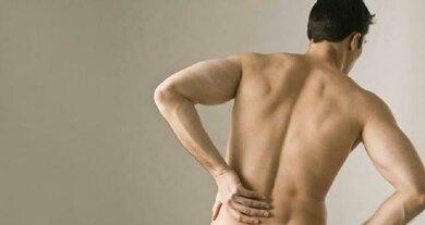 Kreuzschmerzen immer abklären lassen, besonders, wenn sie den Schlaf stören
