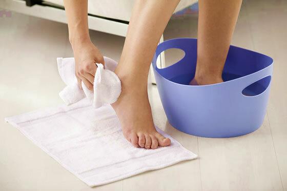 Füße waschen hilft gegen Fußschweiß