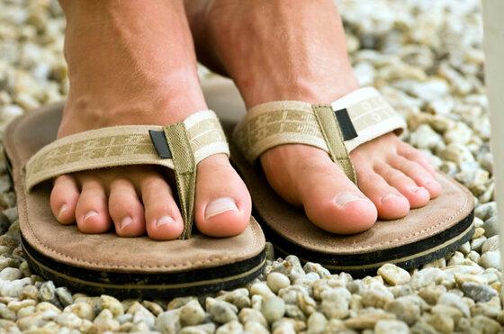 Offene Sandalen gegen Fußschweiß