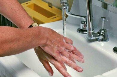 Waschzwang: Ständiges Händewaschen hat Folgen für die Haut