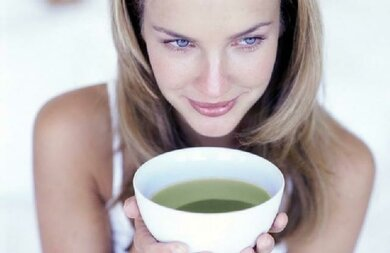 Damit der Körper nicht austrocknet: ausreichend trinken bei Durchfall und Fieber